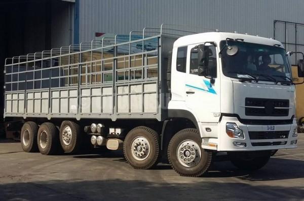 Xe tải Dongfeng 5 chân ổn định và tiết kiệm nhiên liệu 1